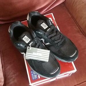 Men's M990V4 New Balance Running Shoes Sz 8.5 NIB